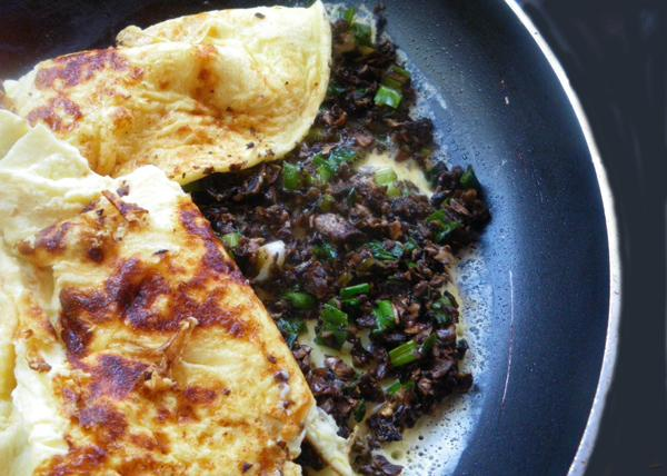 Green Onion and Mushroom Omelet. Photo by Bergy