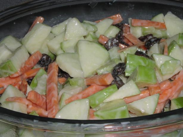 Weight Watchers Apple and Carrot Salad. Photo by TeresaS