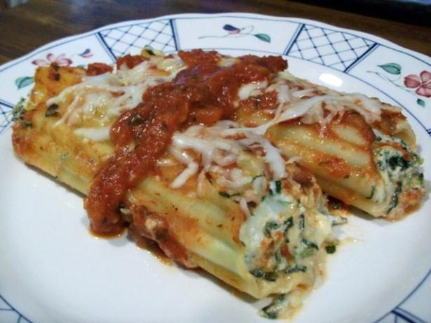 Cheesy Spinach and Mushroom Manicotti. Photo by 2Bleu