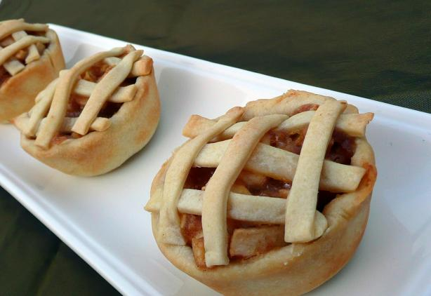Mini Apple Pies (So Easy, Not Much Hassle !). Photo by KristinV