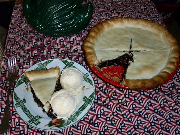 Old Fashioned Raisin Pie. Photo by Chabear01