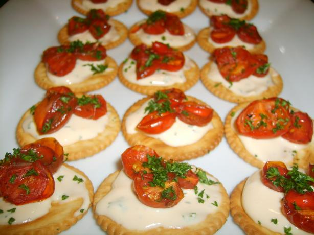 Oven Roasted Tomatoes on  Crackers. Photo by Tisme