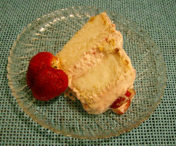Strawberry Cream Cake. Photo by Nasseh