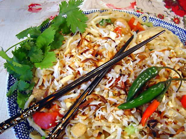 Thai Coconut Rice Noodles With Chicken. Photo by :(