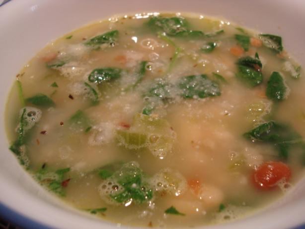 Italian White Bean and Spinach Soup. Photo by Starrynews