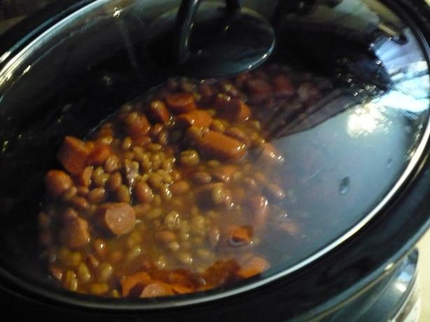 Crock Pot Hot Dogs / Franks and Beans -- Easy. Photo by petlover