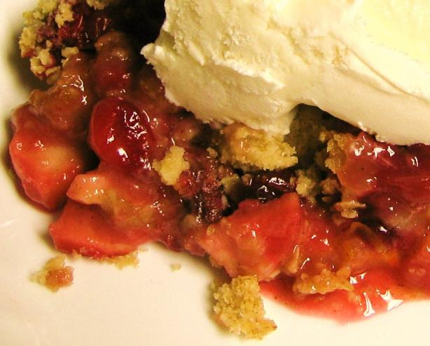 Apple Pear Cranberry Crisp. Photo by LilPinkieJ