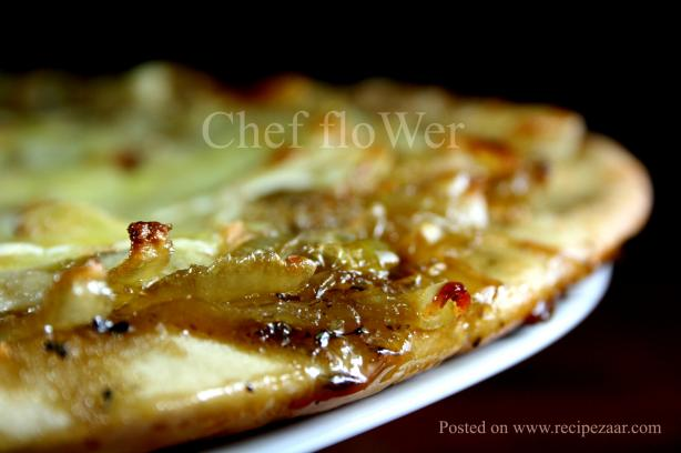 Caramelized Onion and Gorgonzola Pizza. Photo by Chef floWer