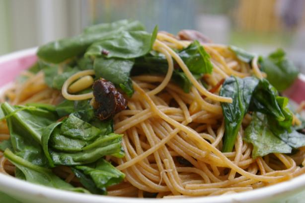 Lemon Linguine With Spinach and Crispy Prosciutto. Photo by Redsie