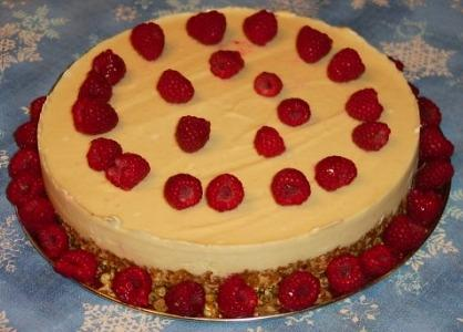 Lemony Cheesecake With Berry Sauce (Raw Vegan). Photo by Debra1113