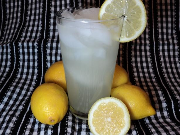 Old-Fashioned Lemonade. Photo by Nif