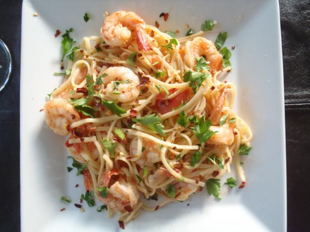 Linguini With Garlicky Shrimp and Fresh Tomatoes. Photo by thanuka