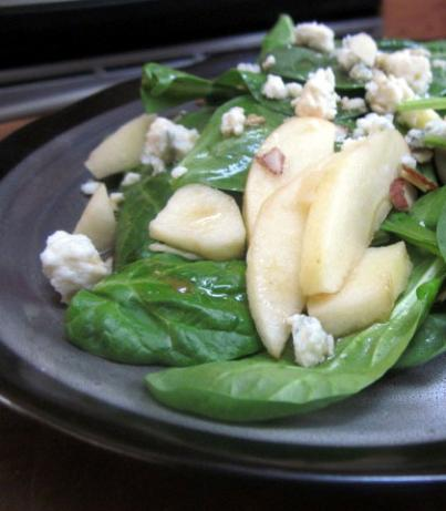 Green Apple Spinach Salad. Photo by Rinshinomori