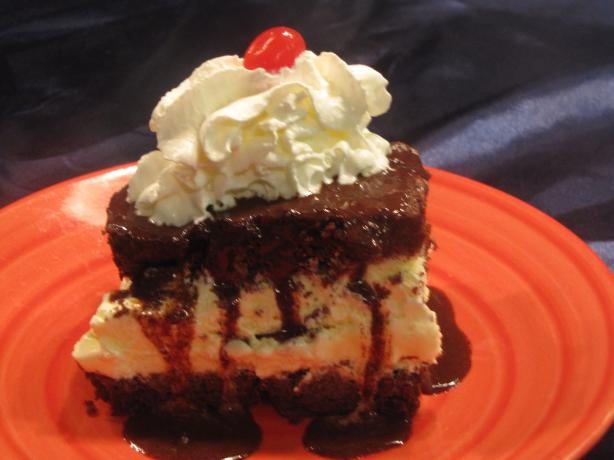 Hot Fudge Ice Cream Sundae Cake. Photo by kellychris