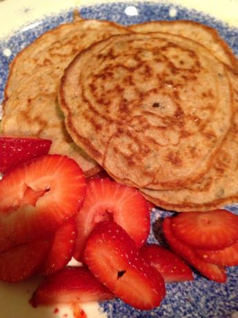 Low Carb Oatmeal Pancakes. Photo by Kamali226