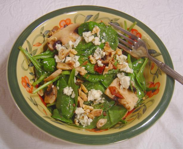 Spinach, Portabella, Bacon & Blue Cheese in Walnut Dressing. Photo by Sue Lau