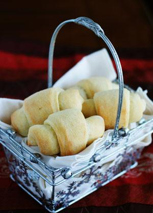 Old Fashioned Buttermilk Dinner Rolls. Photo by Dine & Dish