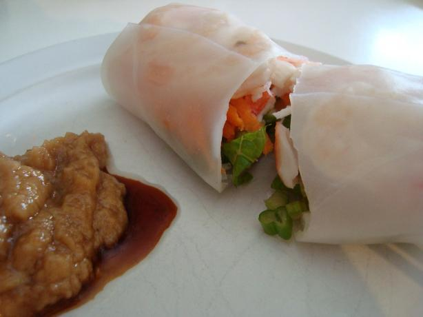 Fresh Spring Rolls With Dipping Sauce. Photo by lilsweetie