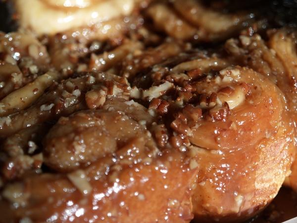 Caramel Pecan Cinnamon Rolls (Bread Machine Recipe). Photo by Konejita