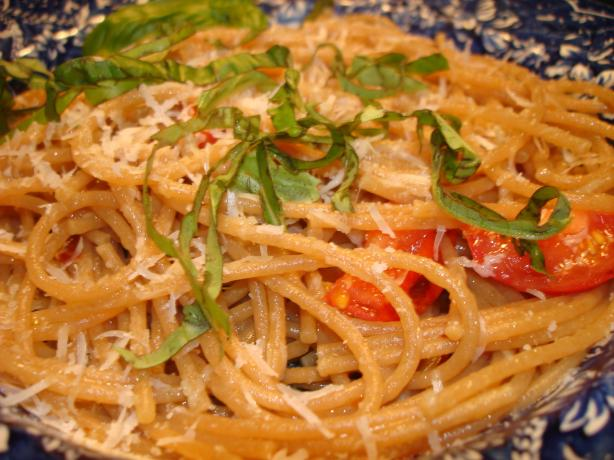 Spaghetti Aglio Olio E Peperoncino (Garlic, Oil & Peppers). Photo by Vicki in CT