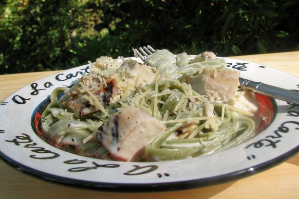 Chicken Fettuccine Alfredo. Photo by lazyme