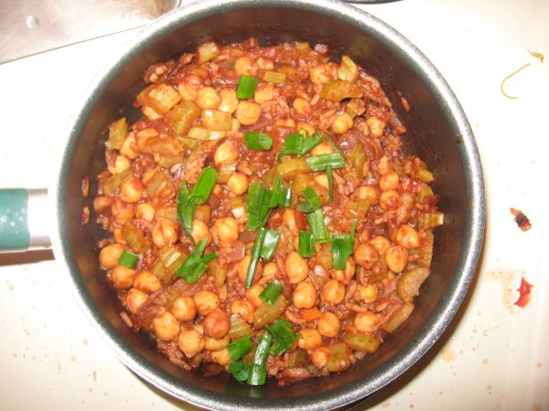 Gingery Chickpeas in Spicy Tomato Sauce. Photo by urbankiwiii