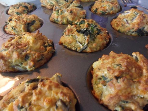 Spinach-Feta-Muffins. Photo by makeitsnappy