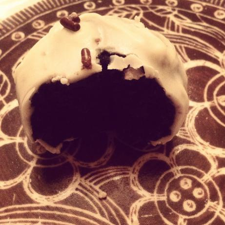 White Chocolate Oreo Cream Cheese Balls. Photo by Nora2909