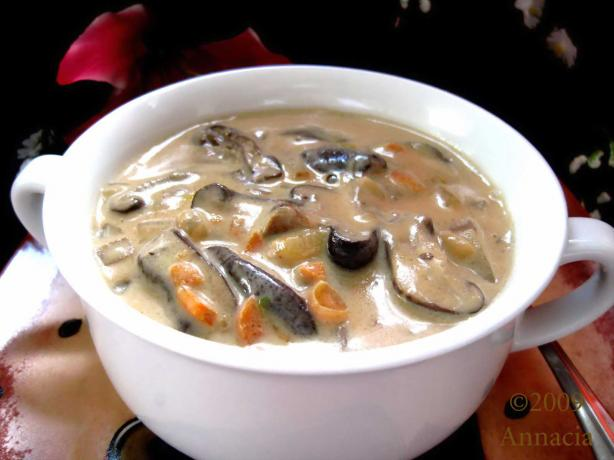 You-Won&#39;t-Believe-How-Quick-You-Can-Make-This Mushroom Chowder. Photo by Annacia