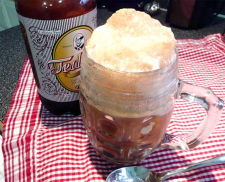 Ww 2 Pt. Root Beer Float. Photo by Mikekey
