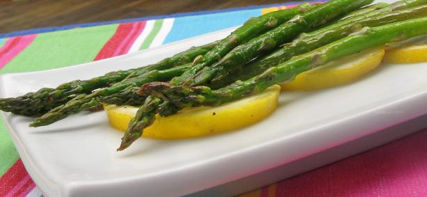 Roasted Asparagus With Lemon. Photo by lazyme