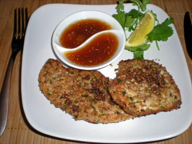 Chicken Filets With Pecan or Walnut Crust. Photo by gemini08