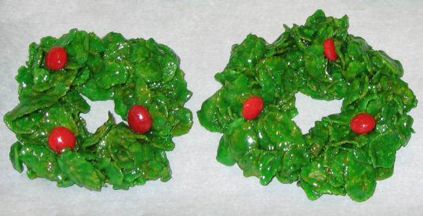 Christmas Holly Wreath Clusters. Photo by LexiGirl 2