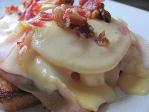 Louisville Hot Brown. Photo by under12parsecs