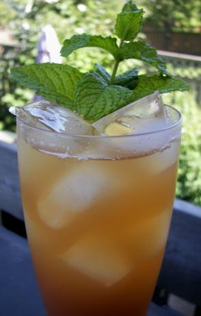 Apple Ginger Mint Iced Tea. Photo by Baby Kato