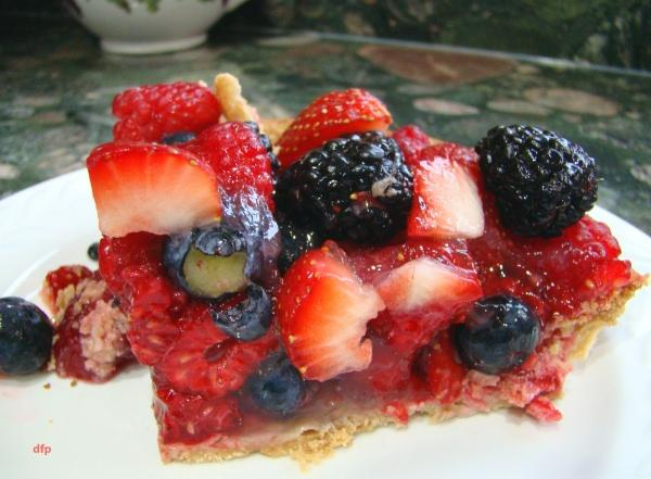 Glazed Fresh Berry Pie. Photo by Derf