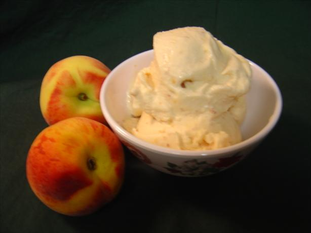 Fresh Peach Ice Cream (Regular and Diet Versions). Photo by :(