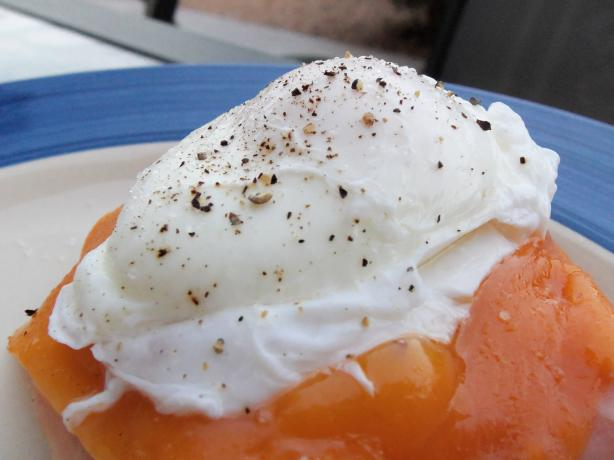 Poached Eggs Technique. Photo by AZPARZYCH