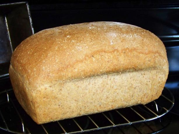 Cracked Wheat Bread (For Bread Machine). Photo by Bobbiann