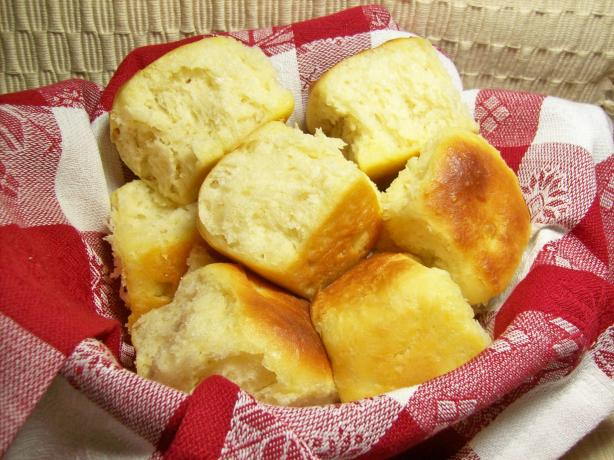 Buttery Yeast Rolls. Photo by Chef shapeweaver ©