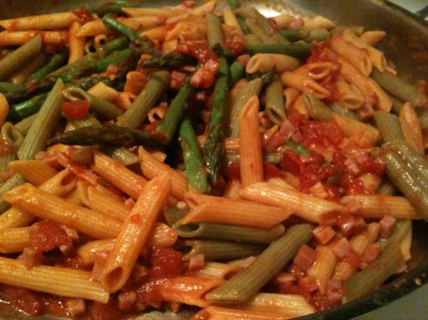 Penne With Asparagus, Ham, and Basil (Weight Watchers). Photo by Deeder's Kitchen