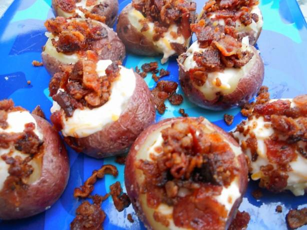 Mini Loaded Red Potatoes(Vegetarian). Photo by AZPARZYCH