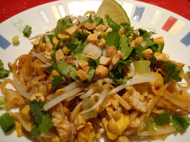 Pad Thai. Photo by Starrynews
