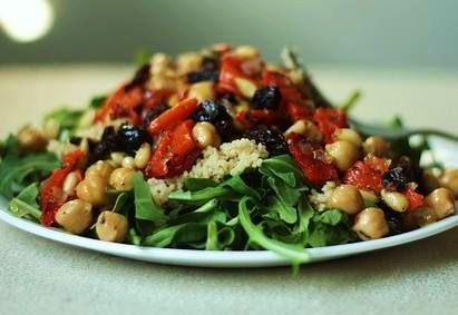 Chickpea, Artichoke Heart, and Tomato Salad With Arugula. Photo by BB2011
