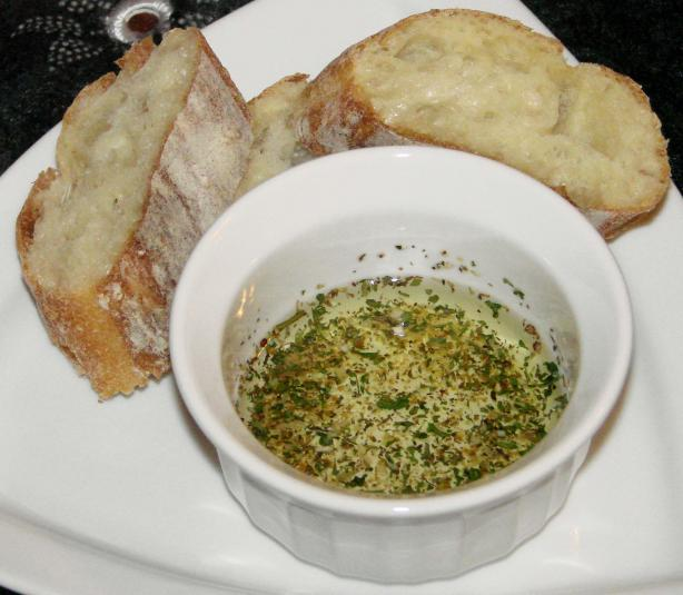 2-Second Italian Bread Olive Oil Dip. Photo by Boomette