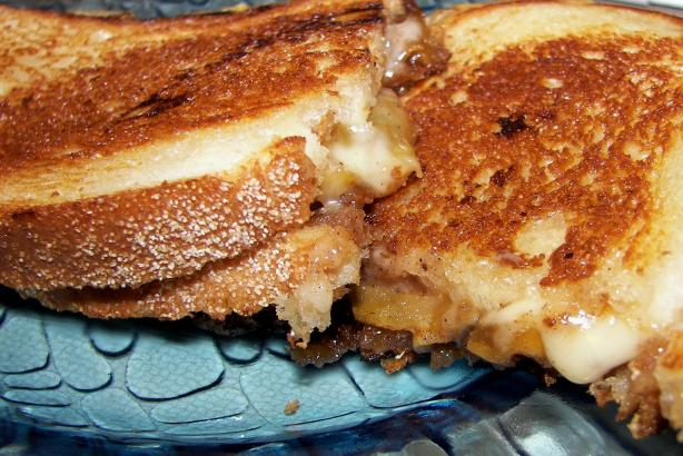 Grilled Havarti Sandwich With Spiced Apples. Photo by Baby Kato