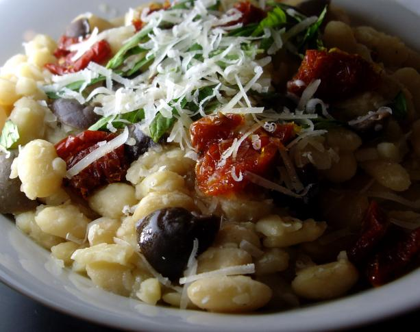 Crock Pot White Beans With Sun-Dried Tomatoes. Photo by AmandaInOz