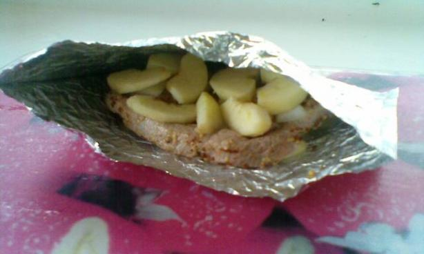 Foil Bag-Baked Pork With Apples. Photo by hard62