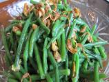 Green Beans With Walnuts and Shallot Crisps