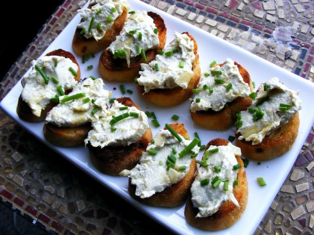 Cheezy Artichoke Crostini. Photo by Kozmic Blues